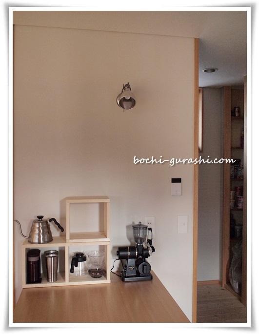 作業台とコーヒーコーナー