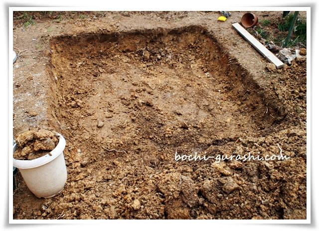 菜園スペース穴を掘る2