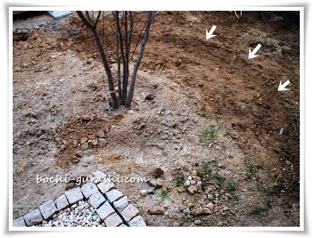 サークルレンガの下掘り