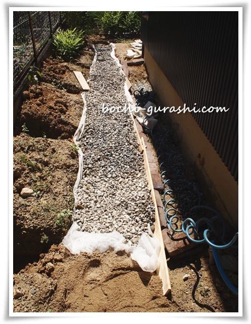 暗渠排水DIY砂利を敷く