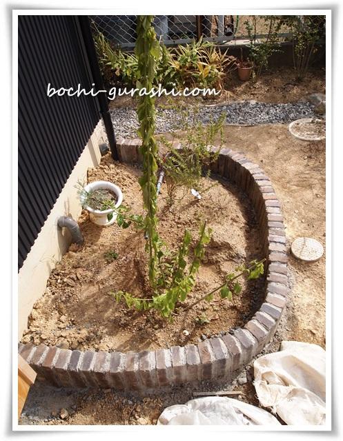 レンガ花壇完成手前
