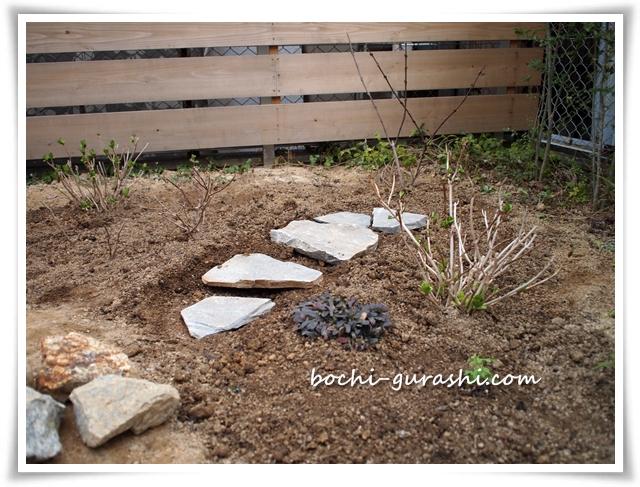 庭のコーナーに飛び石DIY
