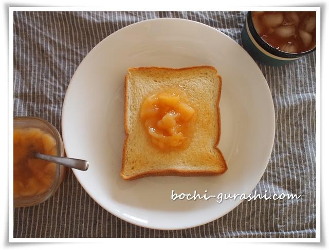 桃ジャムトースト