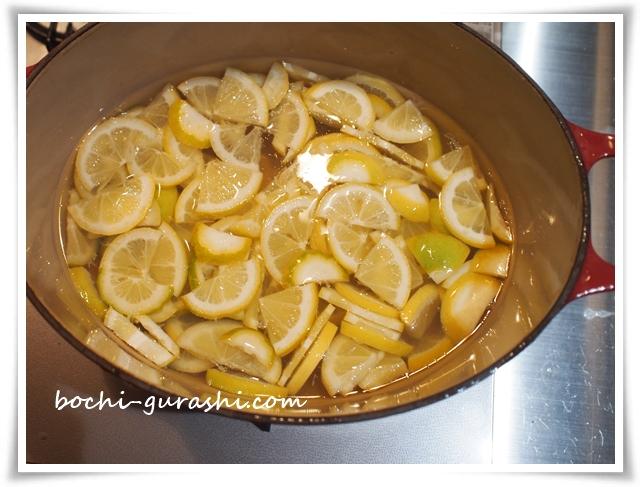 2日目はレモンを水につけておく