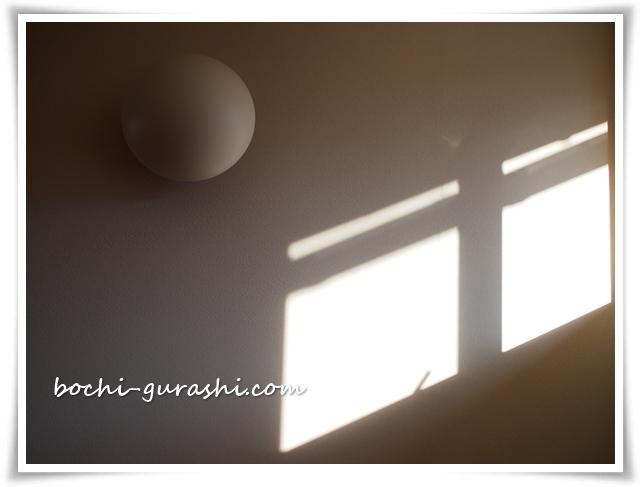 窓からの朝日