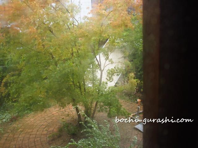 台風被害_飛ばされた雨戸